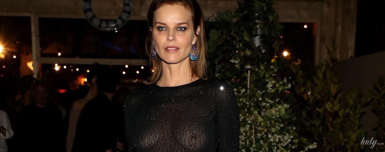 Світить голими грудьми: Єва Герцигова в прозорій сукні відвідала вечірку Dior
