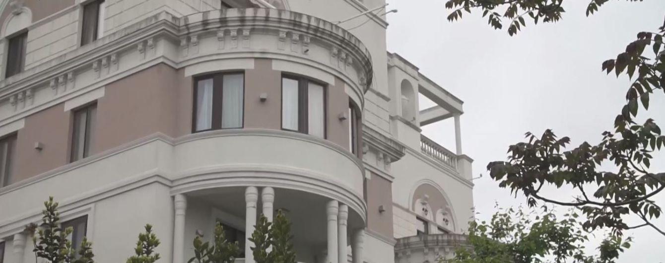 Журналисты показали элитную квартиру Зеленского в оккупированном Крыму