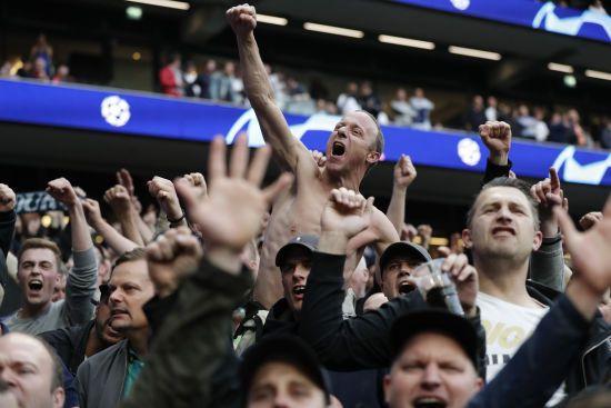 """Фанати """"Ліверпуля"""" і """"Тоттенхема"""" попросили спонсорів УЄФА відмовитися від квитків на фінал Ліги чемпіонів"""