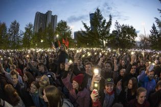 """В Екатеринбурге протестуют против строительства храма, активистов разгоняют """"православные титушки"""" и ОМОН. Что там происходит"""