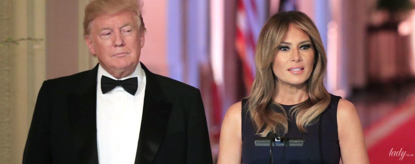 Трималися за руки і цілувалися: Меланія Трамп з чоловіком на урочистій вечері у Білому домі