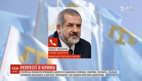Российские оккупанты проводят допросы в домах крымчан