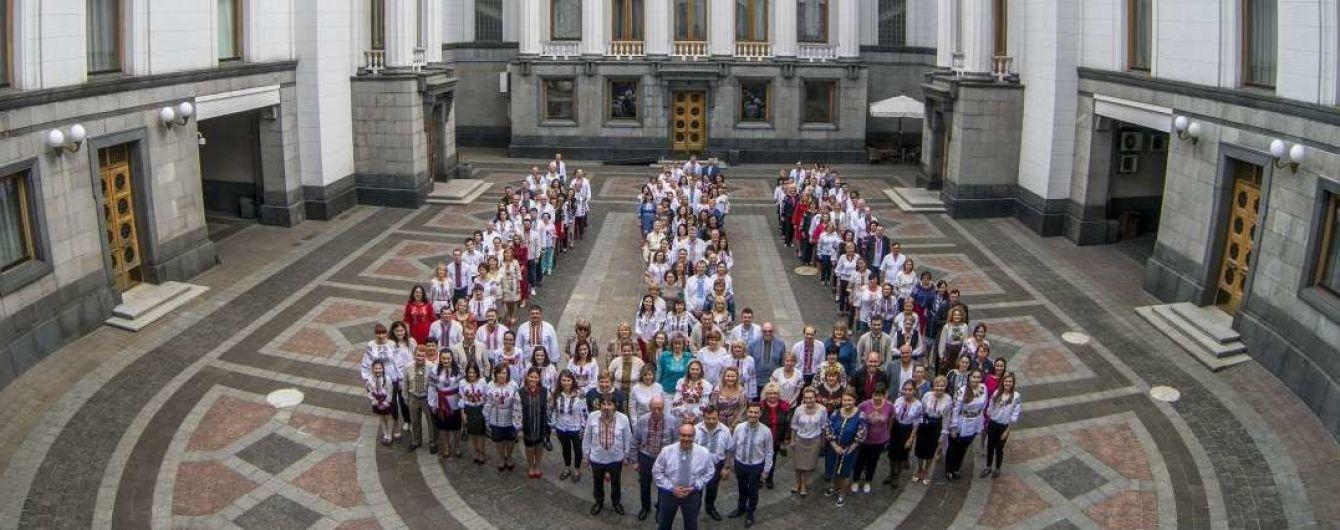 Депутати у вишиванках влаштували флешмоб у Верховній Раді