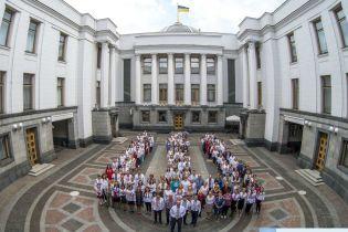 Депутаты в вышиванках устроили флешмоб в Верховной Раде
