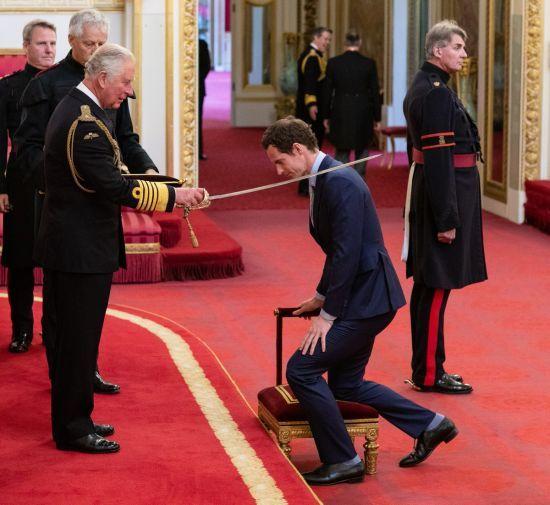 Принц Чарльз зробив лицарем легендарного британського тенісиста