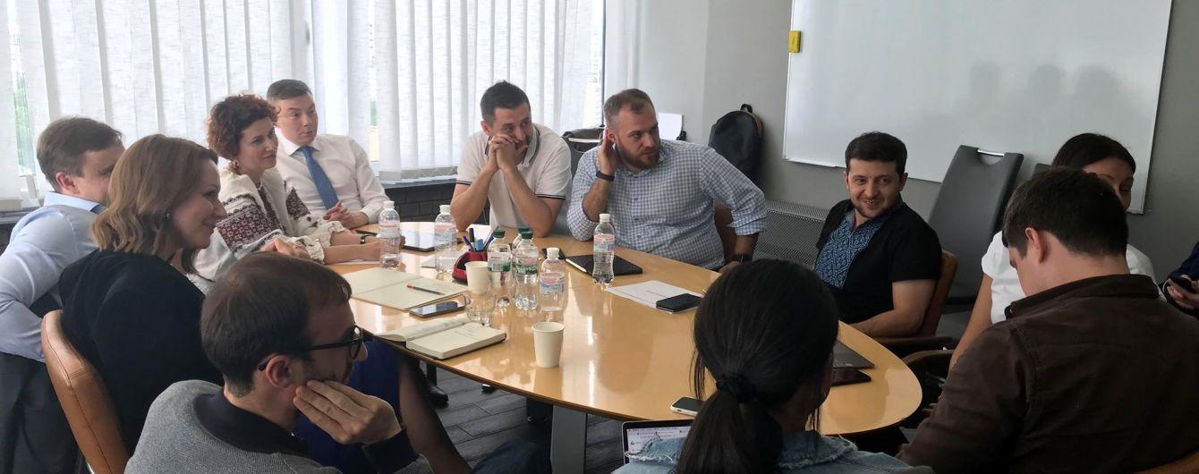 Зеленський зустрівся з міжнародними рекрутерами - шукає кадри на держслужбу