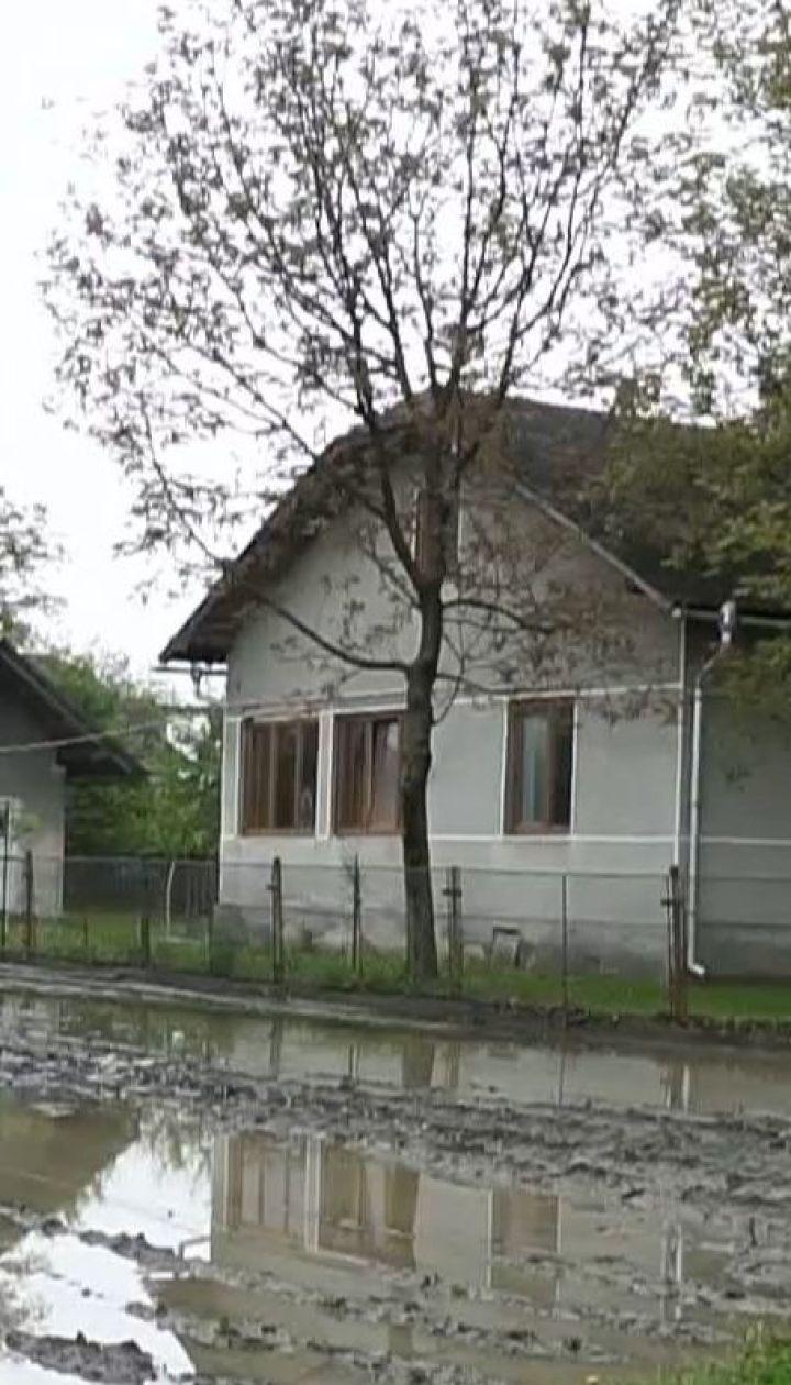 На Прикарпатті річка вийшла із берегів та підтопила сотні будинків