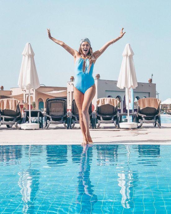 Регіна Тодоренко у купальниках приголомшила формою через три місяці після пологів