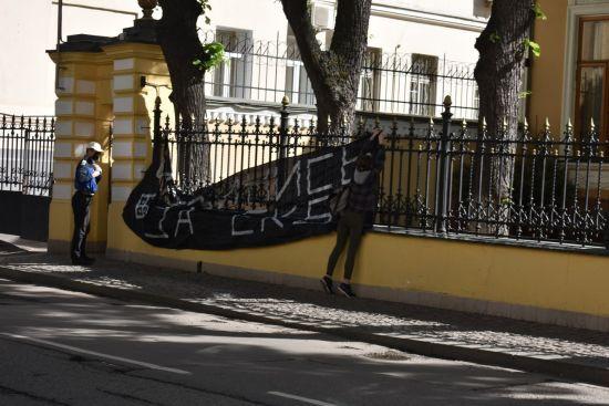 У Москві затримали активістку за кинуті в резиденцію патріарха Кирила димові шашки