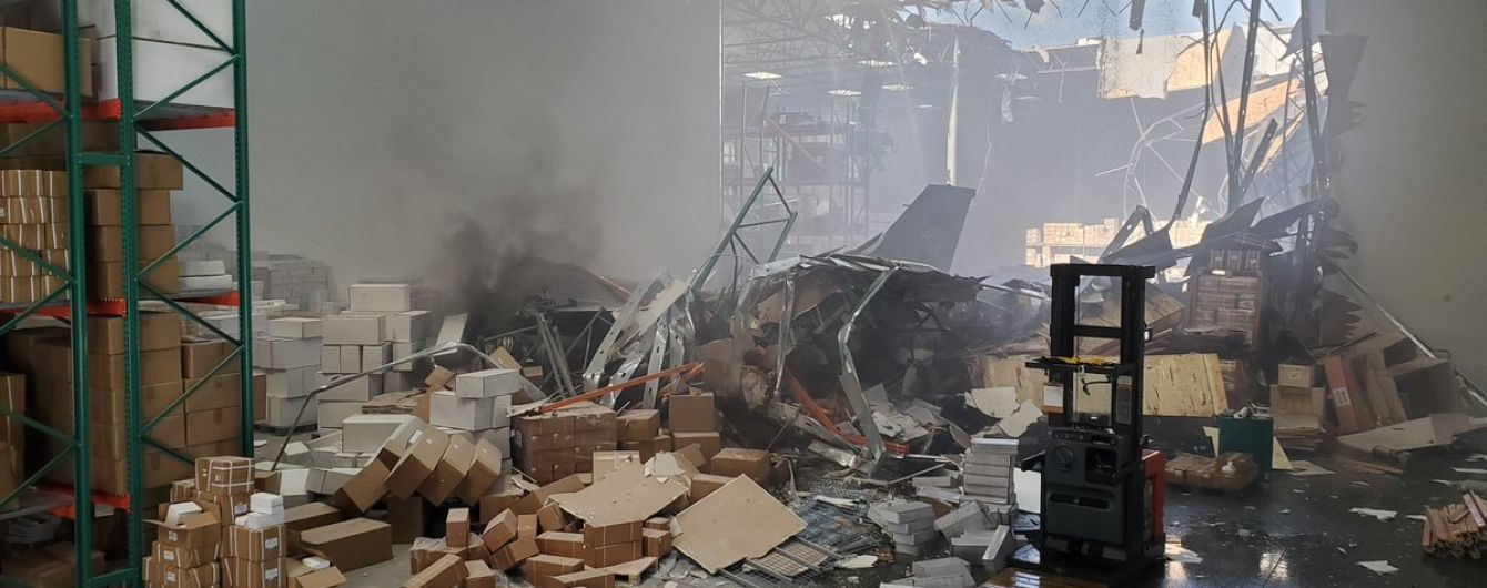В Лос-Анджелесе истребитель врезался в дом