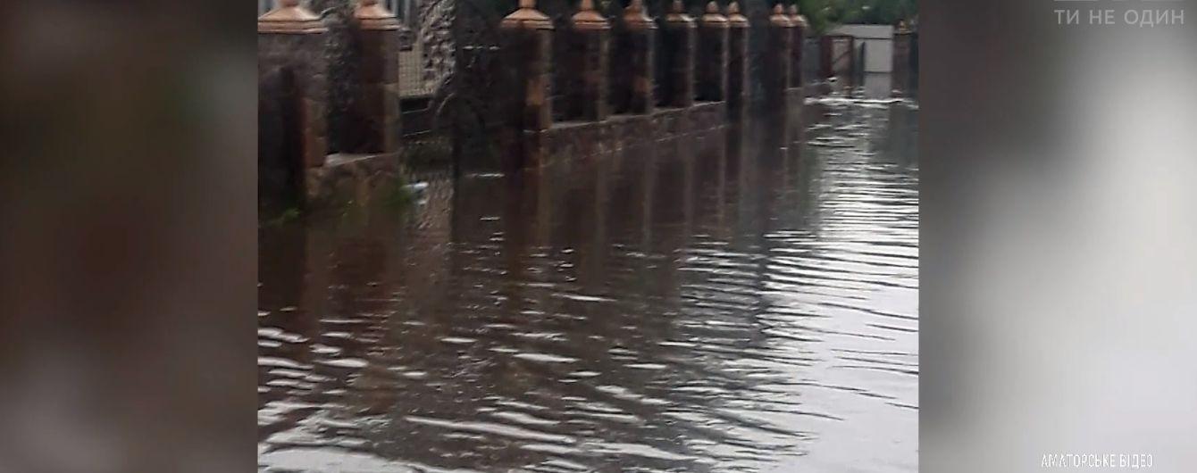 Води по коліно: село на Рівненщині затопило через сильні дощі