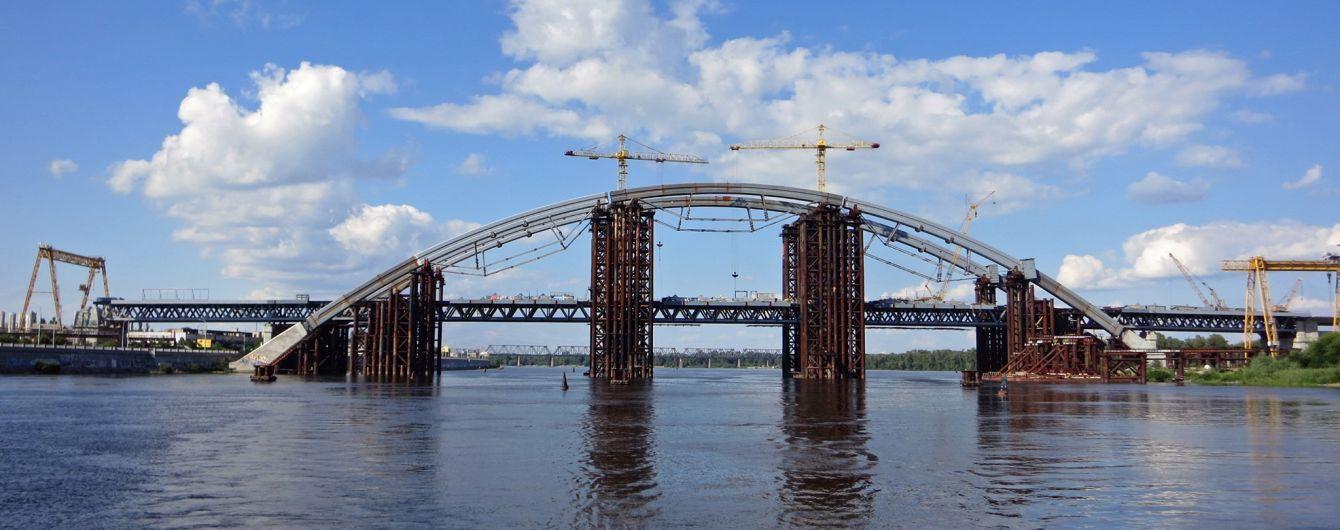 В Киеве кипит работа на Подольском мосту-долгострое. Как идет строительство