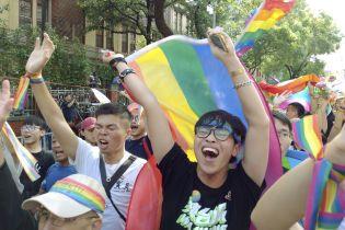 Первая азиатская страна легализовала однополые браки