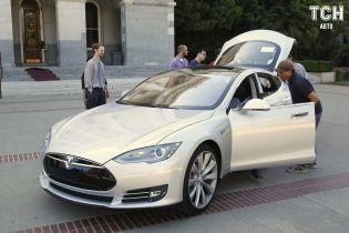Метеорит і автопілот. Власник Tesla розповів неймовірну історію про свій електрокар
