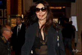 Светит лифчиком в прозрачной блузке: Моника Беллуччи в объективах папарацци в Каннах