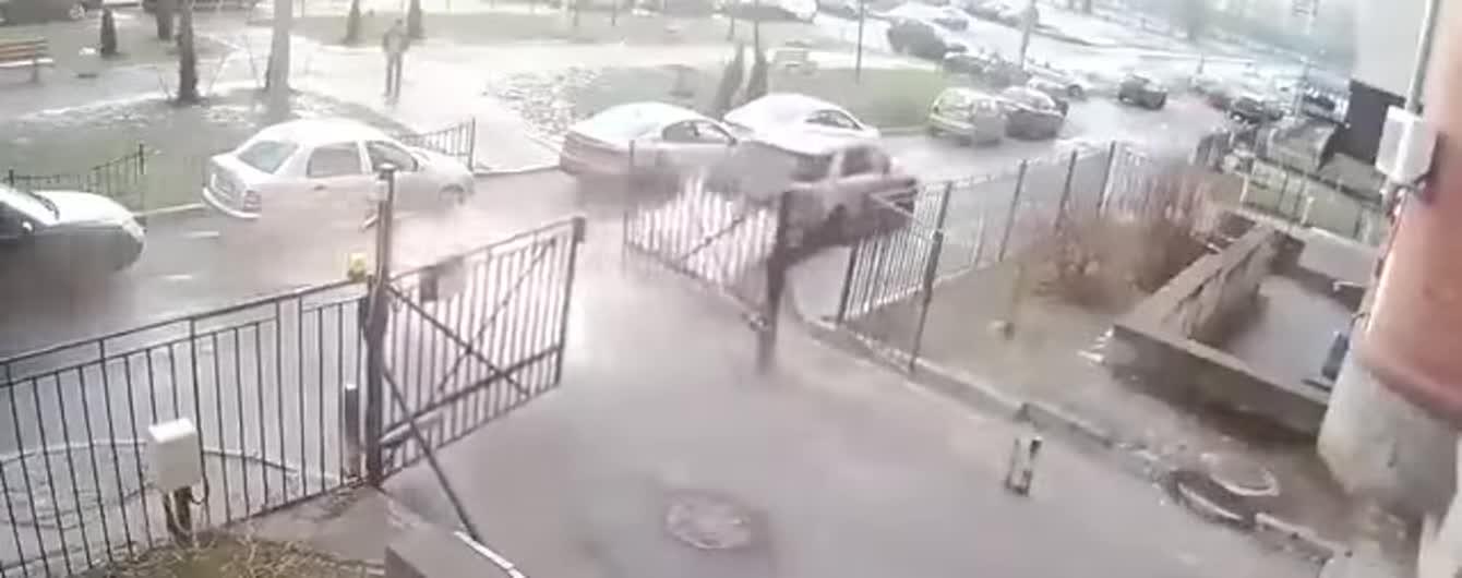У Мережі регочуть з відео провальної погоні за підозрюваним у Росії