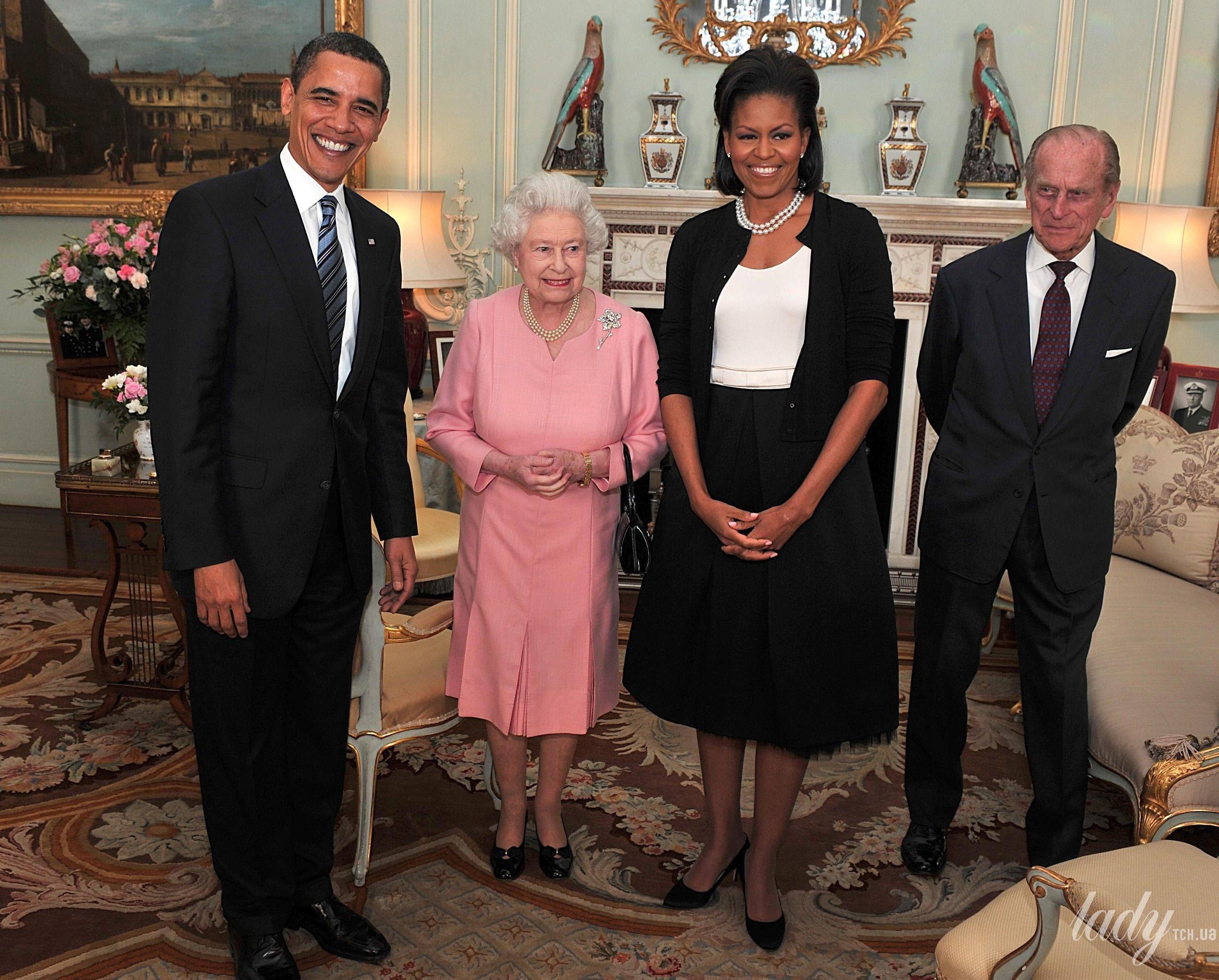 Королева Елизавета II и звезды_3