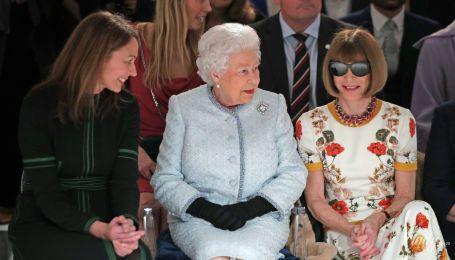 Зустріч з Єлизаветою II: хто з зірок порушив етикет