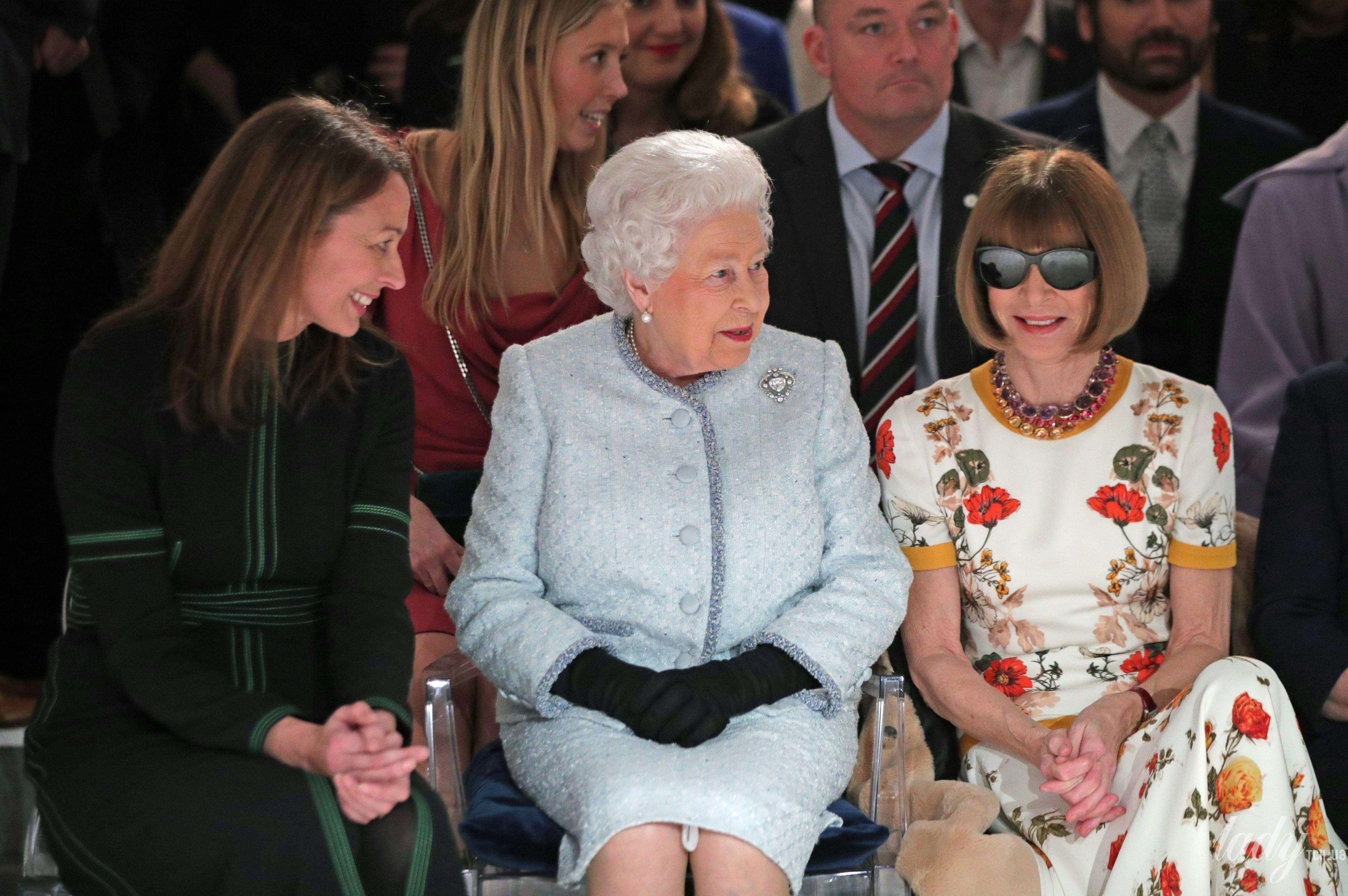 Королева Елизавета II и звезды_4