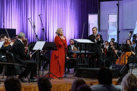 Марія Бурмака зі зламаною ногою виступила з симфонічним оркестром