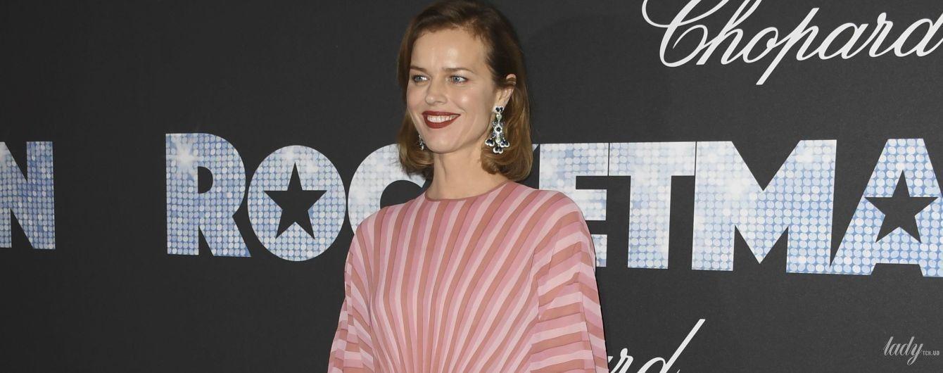 Больше не светит грудью: Ева Герцигова в скромном платье на вечеринке в Каннах