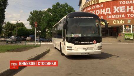 Нетрезвый мужчина из-за конфликта с девушкой чуть не взорвал автобус в Харьковской области
