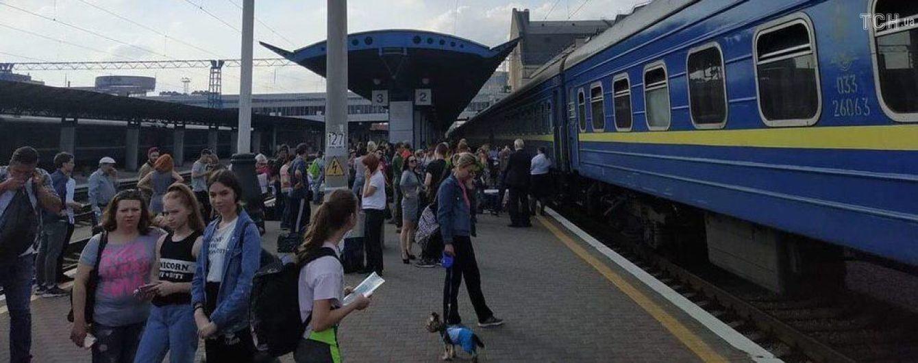 """На вокзале в Киеве """"заминировали"""" поезд"""