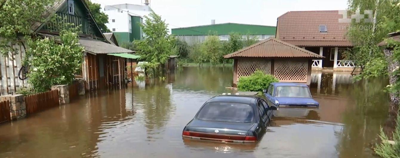 На Ровенщине после рекордного ливня утонуло село, люди остались без еды и воды