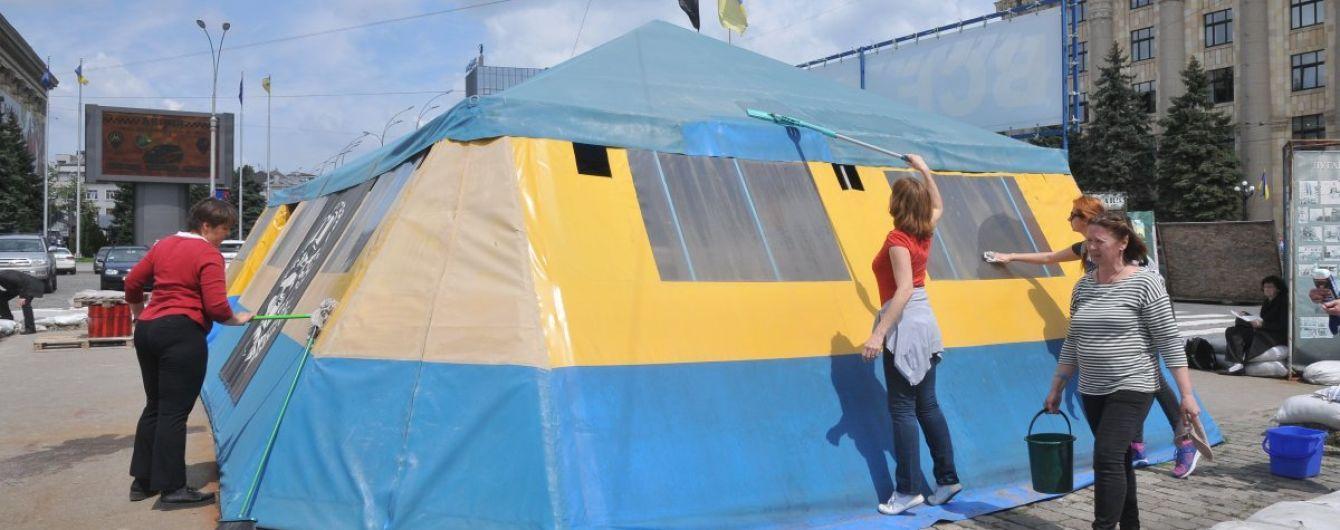 Суд не разрешил мэрии демонтировать волонтерскую палатку в Харькове