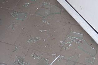 """Пострадали пять человек: в полиции рассказали подробности подрыва гранаты в """"ПриватБанке"""" на Луганщине"""