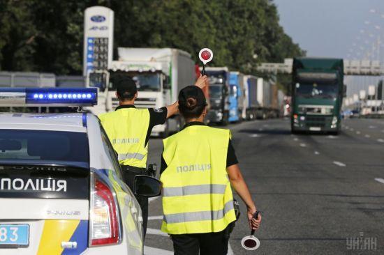 Через спеку в Україні обмежили рух вантажівок