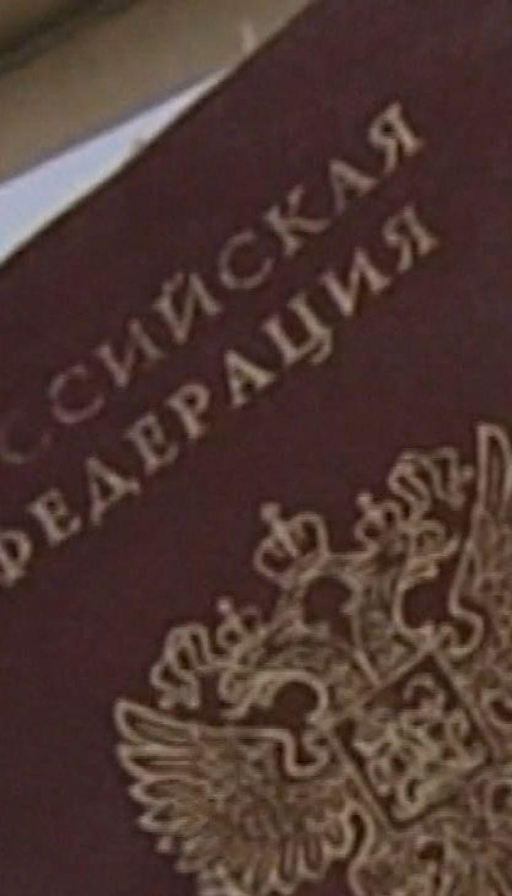 Владельцам российских паспортов на оккупированном Донбассе могут запретить въезд в ЕС