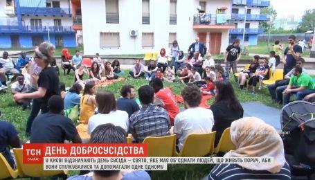 В Киеве жители Оболони отметили День соседа