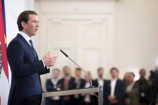 Парламент Австрии объявил о недоверии канцлеру Курцу из-за скандала с финансированием РФ