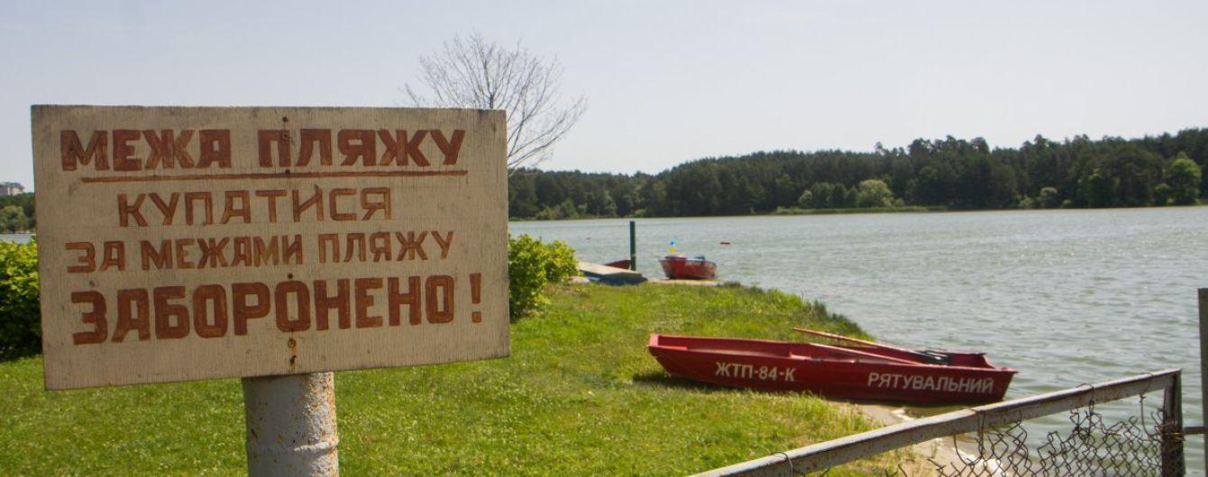 На Луганщині після купання в озері госпіталізували майже два десятки людей