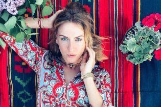 Зваблива Леся Нікітюк у зухвалому вбранні зачарувала екстремальним міні
