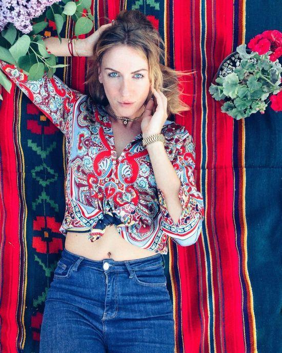 Зваблива Леся Нікітюк у зухвалому вбранні зачарувала екстремальним міні (фото)