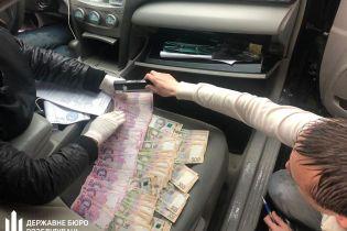 На Хмельнитчине задержали инспектора фискальной службы на взятке