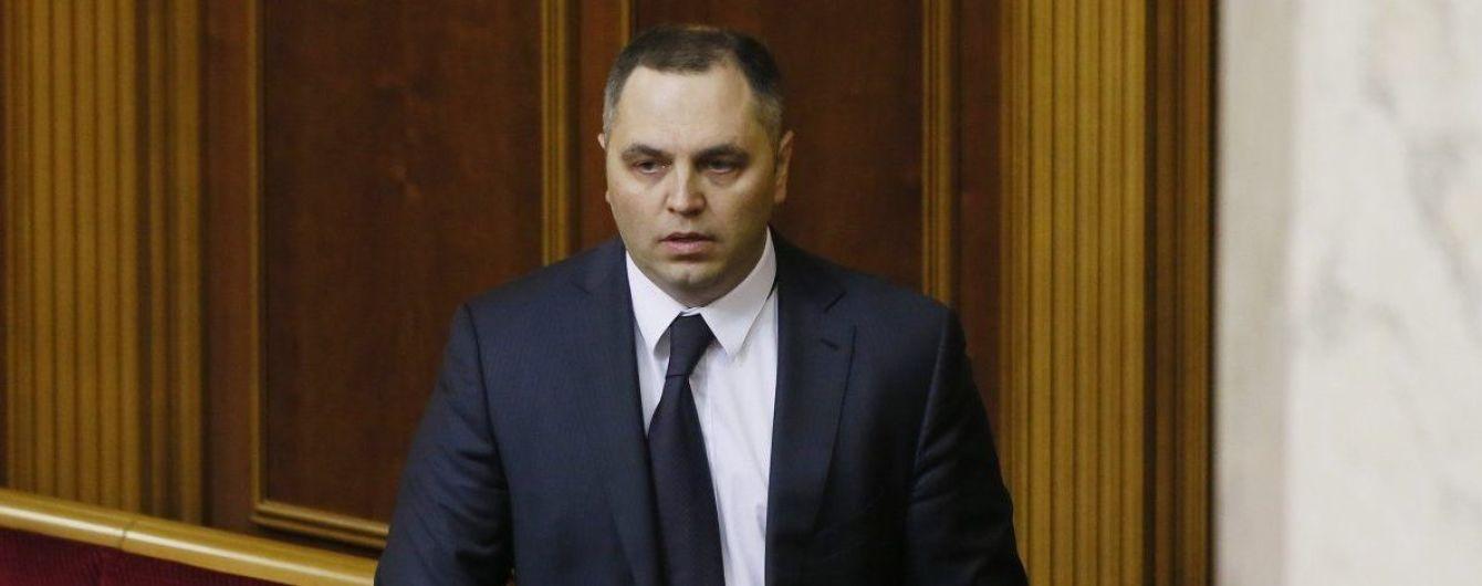 Портнов каже, що повернувся до України і зробив фото у київському аеропорту