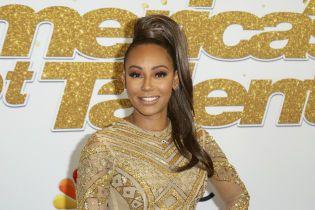Солістка гурту Spice Girls Мел Бі тимчасово втратила зір – ЗМІ
