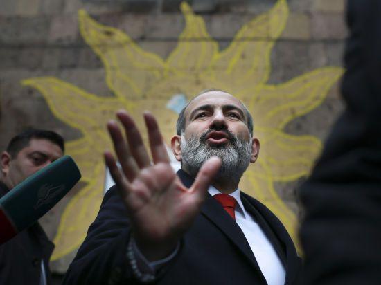 Прем'єр Вірменії закликав заблокувати всі суди в країні, назвавши це другим етапом революції