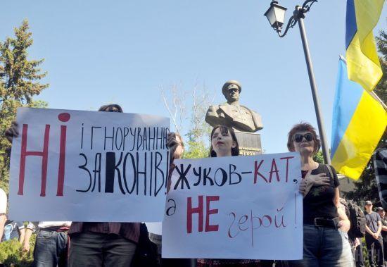 У Харкові між прихильниками та противниками повернення проспекту Жукова виникла сутичка