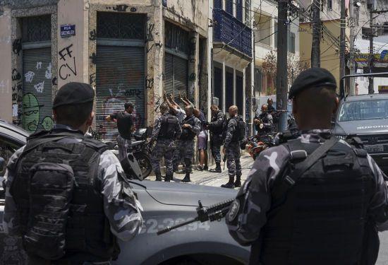 """У Бразилії у """"бійні"""" в барі вбили 11 осіб"""