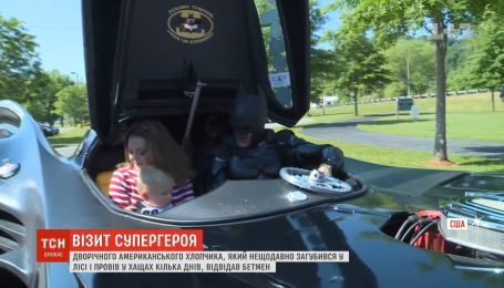 2-летнего мальчика, который потерялся в лесу штата Кентукки, посетил Бэтмен