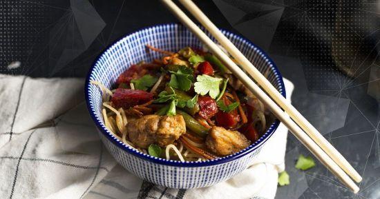 Курка з рисовою локшиною