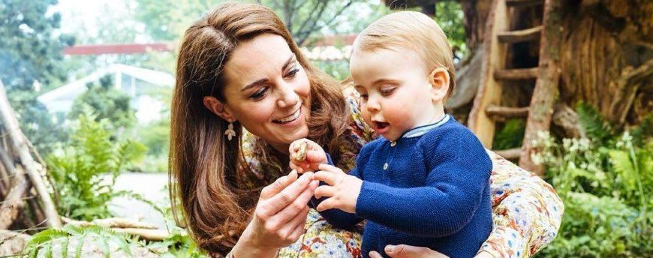 Это так мило: Кембриджи сняли фотосессию с детьми в красивом цветочном саду