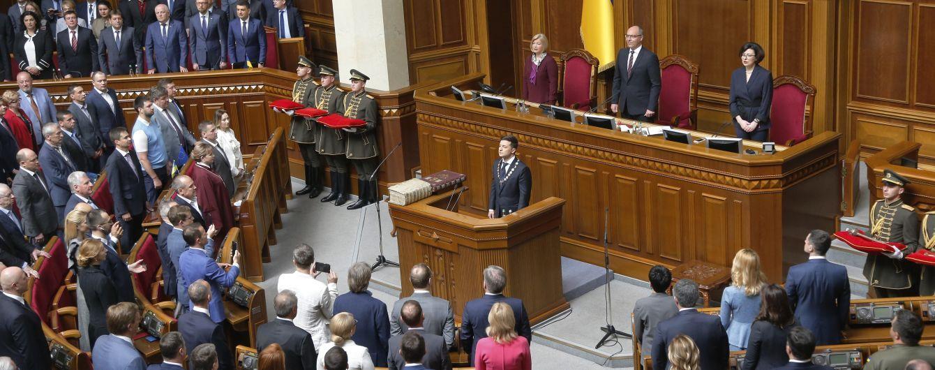 Зеленский официально пригласил депутатов на консультации по роспуску Рады