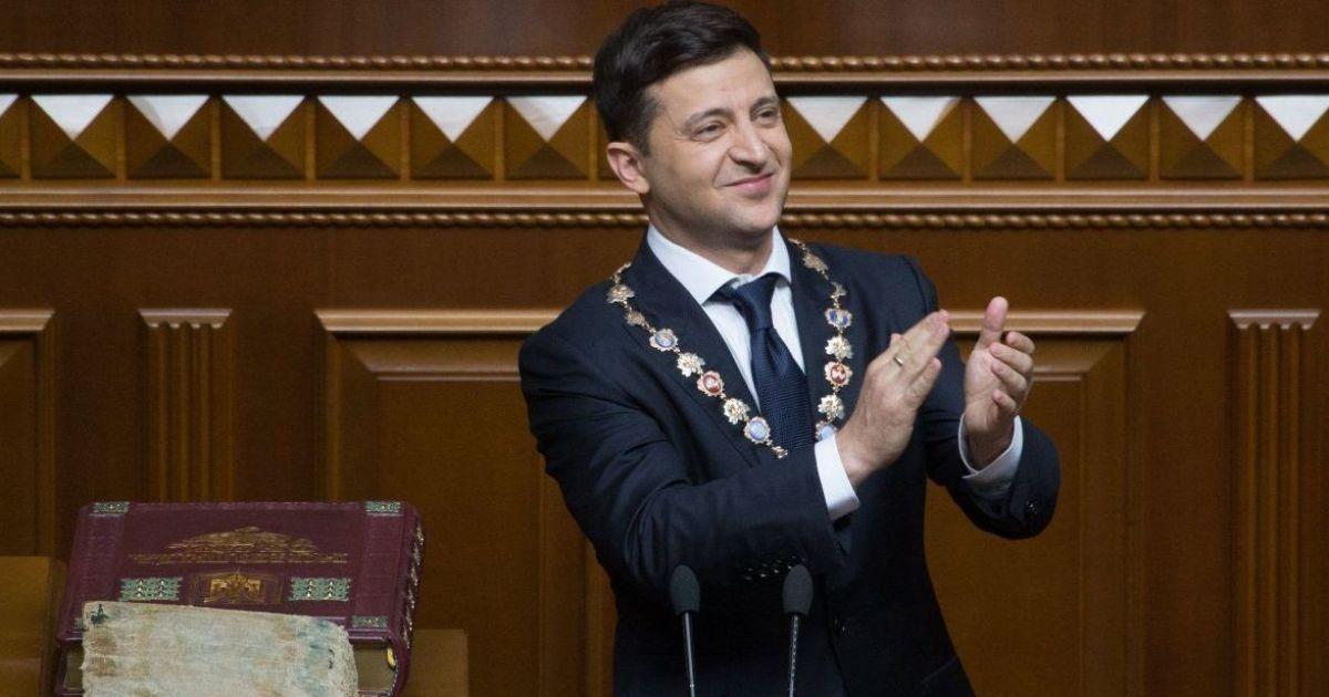 Притула, Тополя и другие. Президент поздравил украинских волонтеров и раздал им награды