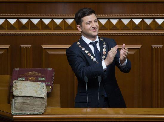Притула, Тополя та інші. Президент привітав українських волонтерів і роздав їм нагороди