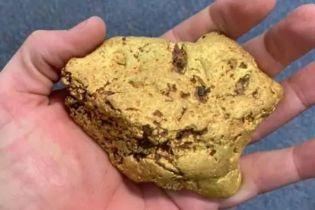Австралиец нашел самородок золота стоимостью 100 тысяч долларов